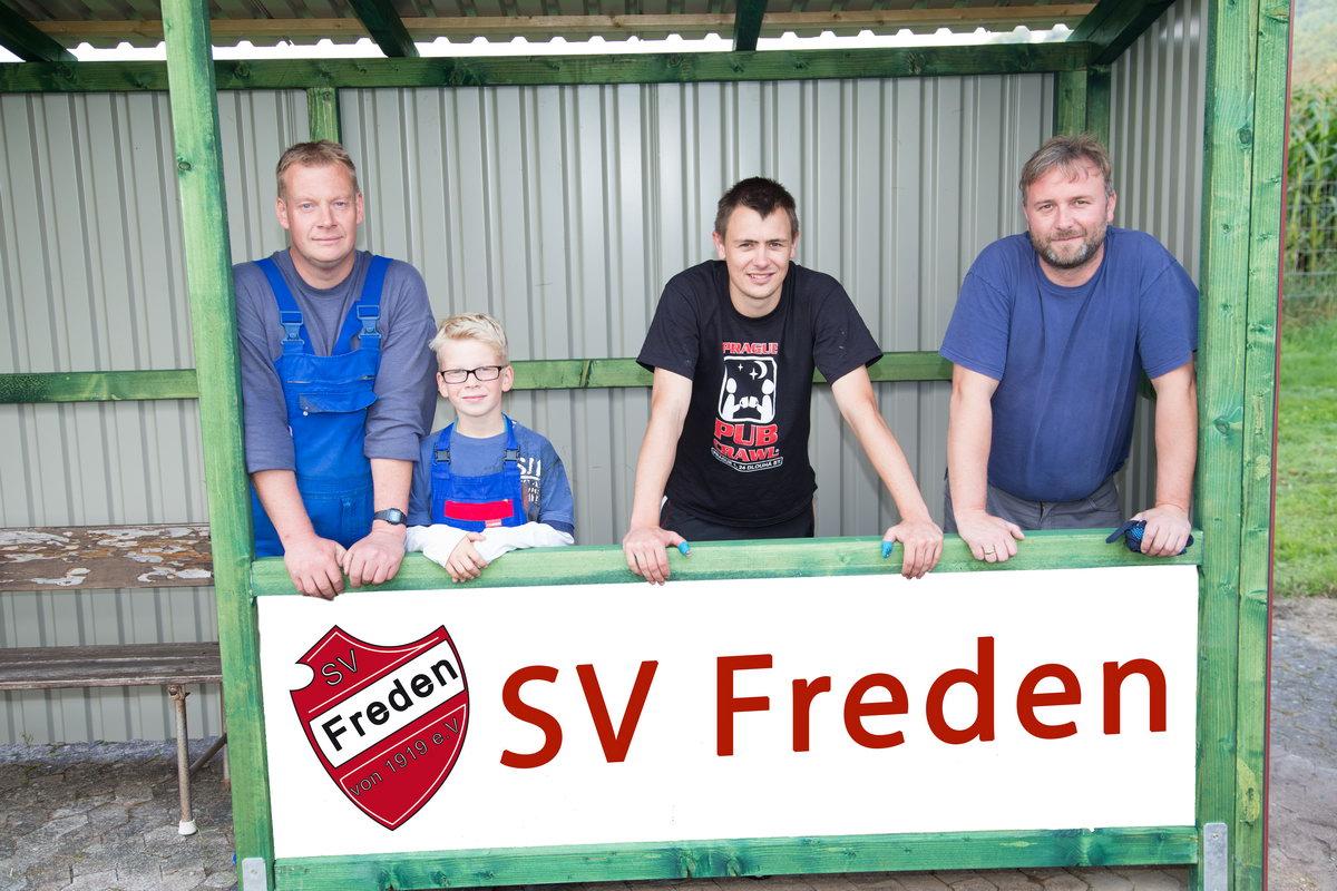Das Arbeiter-Team Carsten Klaus, Malte Klaus, Patrick Streichert, Markus Bullach (es fehlen auf dem Foto Lars und Tom Keler)