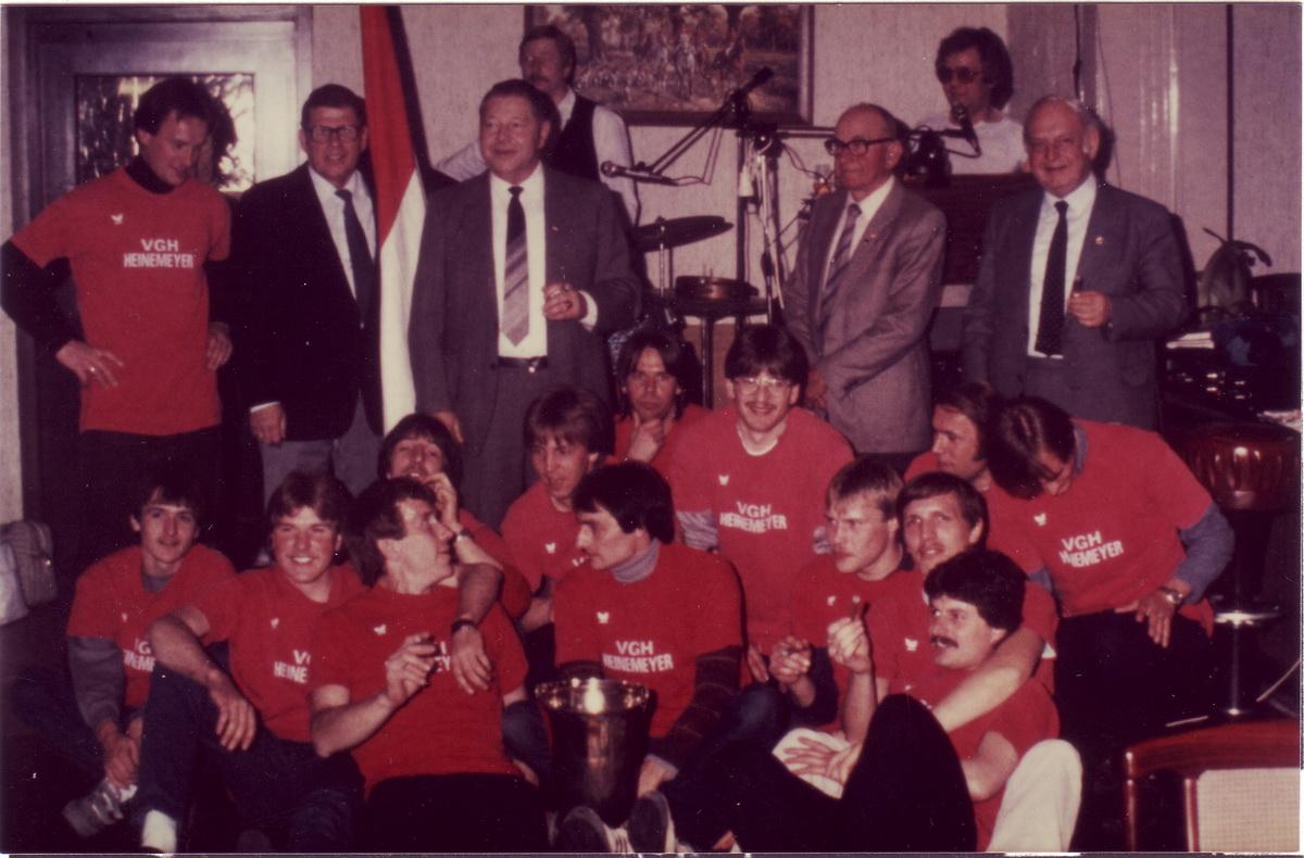 Meisterfeier 1984: Die 1.Herrenmannschaft steigt in die Bezirksliga auf