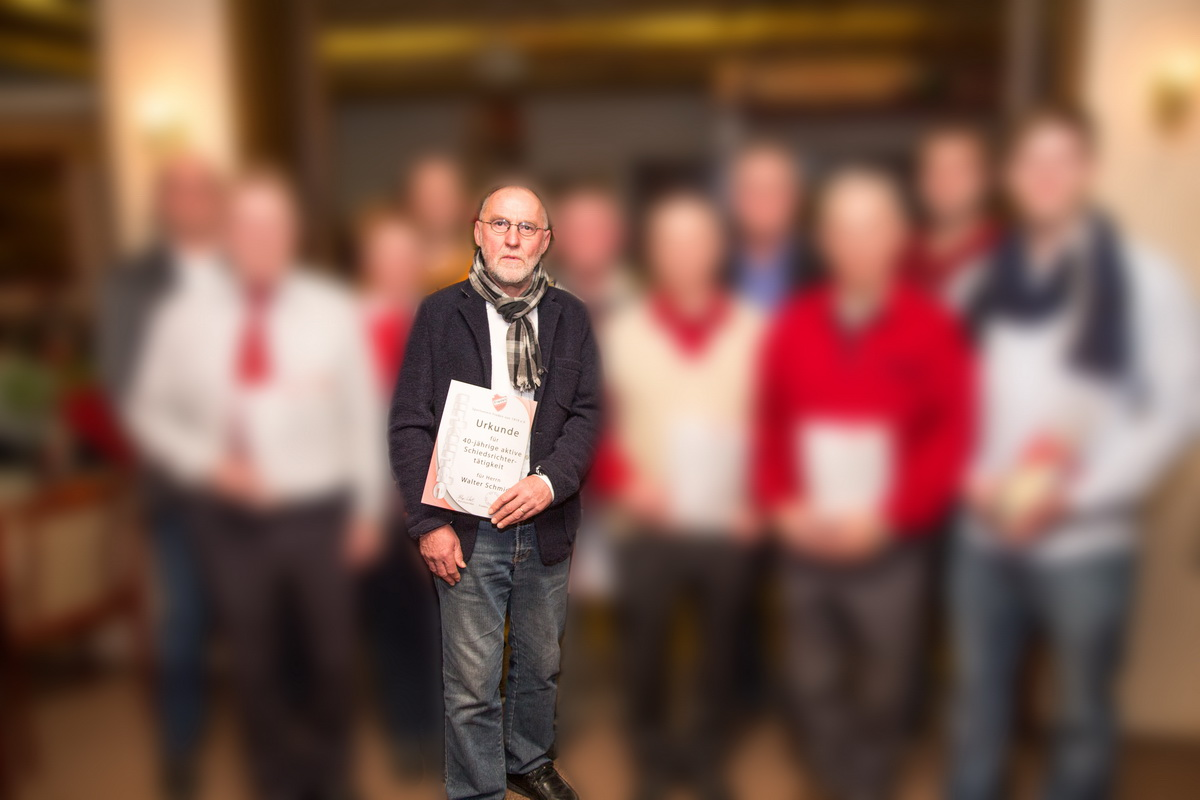 Für seine 40-jährige aktive Schiedsrichtertätigkeit wurde Walter Schmidt vom SV Freden bereits im Rahmen der letzten Jahreshauptversammlung ausgezeichnet