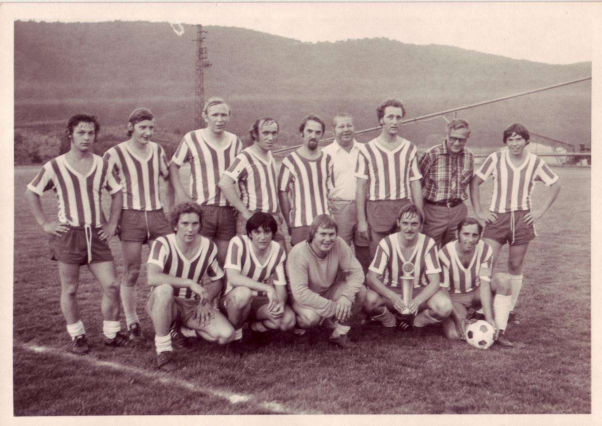 Kreispokalsieger 1975: Heinzi hinten mittig neben seinem nicht weniger talentierten Bruder Ernst