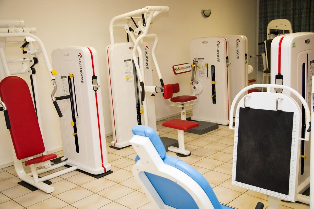 Mehr als 13 professionelle Geräte zum Muskelaufbau in Verbindung mit in Kürze folgenden Cardio-Geräten zur Erwärmung bzw. Ausdauersteigerung: Der neue SV Fitnessraum ist eine einmalige Angelegenheit und sucht seinesgleichen