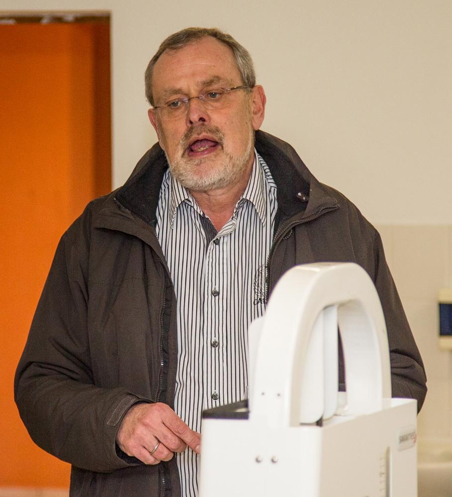 Gemeindebürgermeister und TG-Vorsitzender in Personalunion: Rüdiger Paulat gratuliert dem SV Freden zu seinem neuen Fitnessraum und findet es toll dass Alle davon profitieren