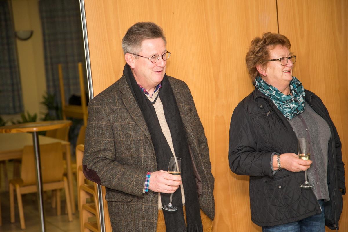 Detlef Winter (1.Vorsitzender NFV -Kreis Hildesheim) mit Helga Schuster (Ratsherrin)