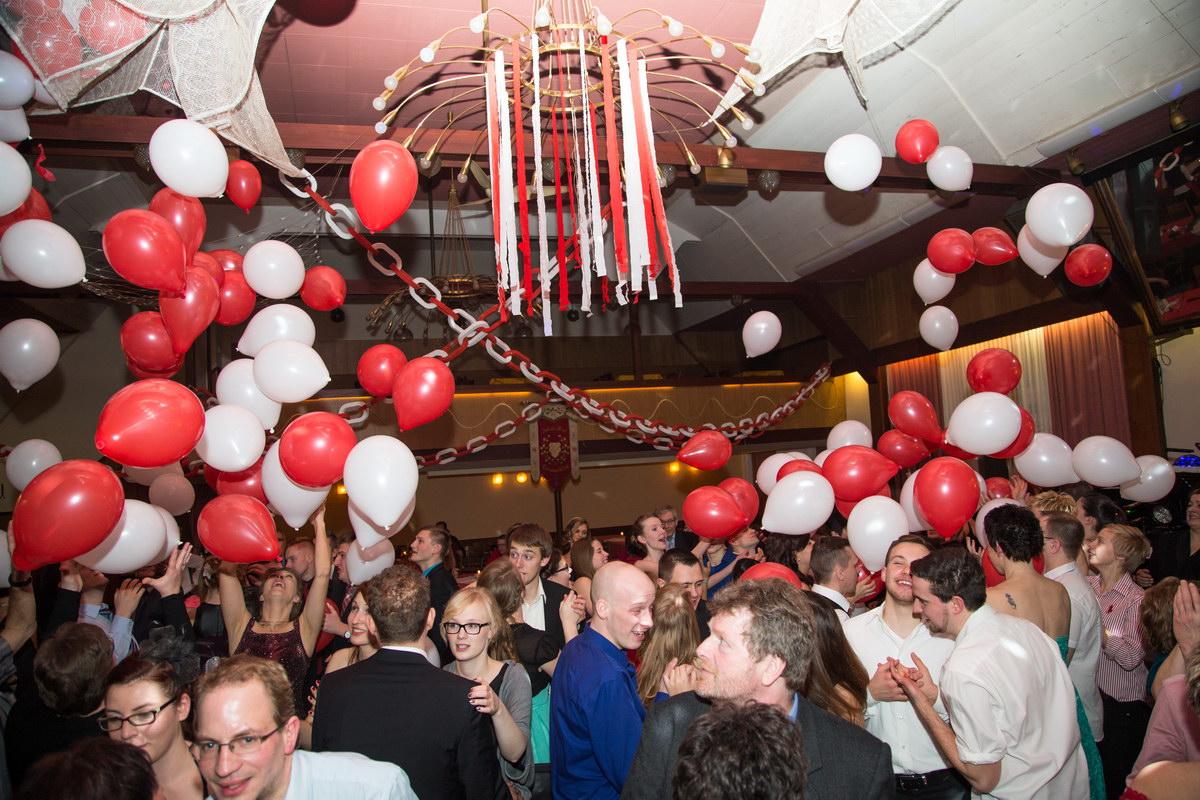 Geile Stimmung und volles Haus: Mehr als 300 bestens gelaunte Gäste feiern Rot-Weiße Ballnacht