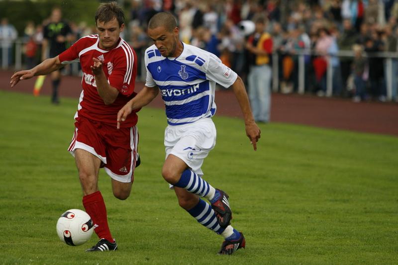MSV Duisburg (damals noch unter Rudi Bommer) gastierte 2008 in Freden, hier Michael Appel (SV Freden) im Sprintduell