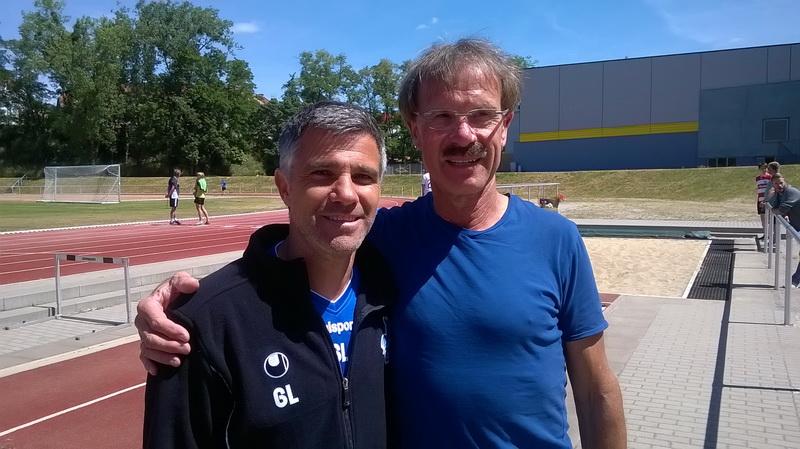 Gino Lettieri (Trainer MSV Duisburg) und Siggi Kraft (SV Freden), fast auf Augenhöhe ....