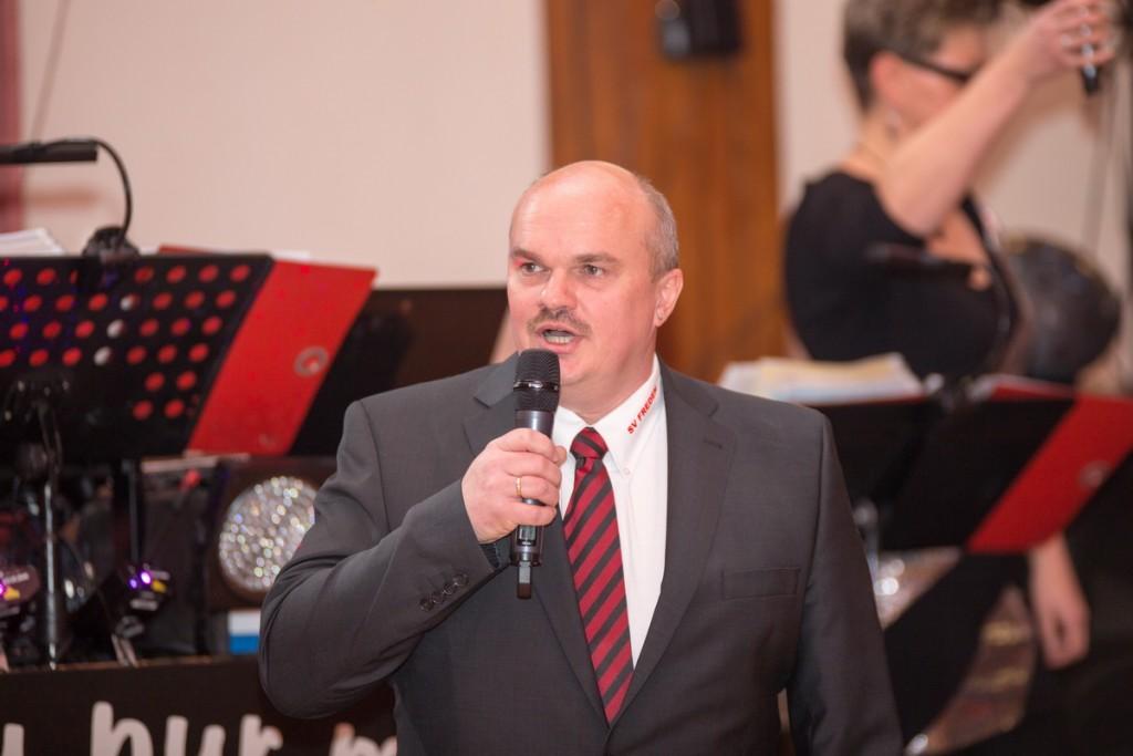 Wünschte den zahlreichen Besuchern eine schöne Rot-Weiße Ballnacht: Holger Schubert (1.Vorsitzender)