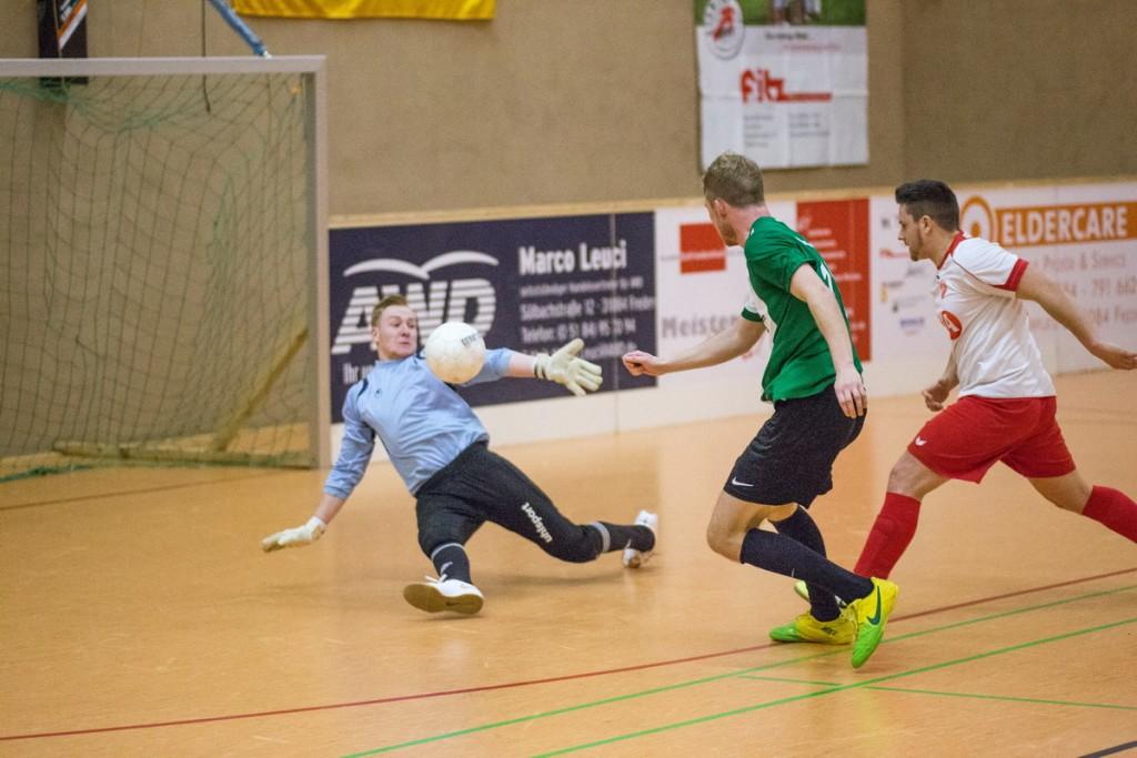SV - Freden Torwart Sören Reinert verhindert Schlimmeres