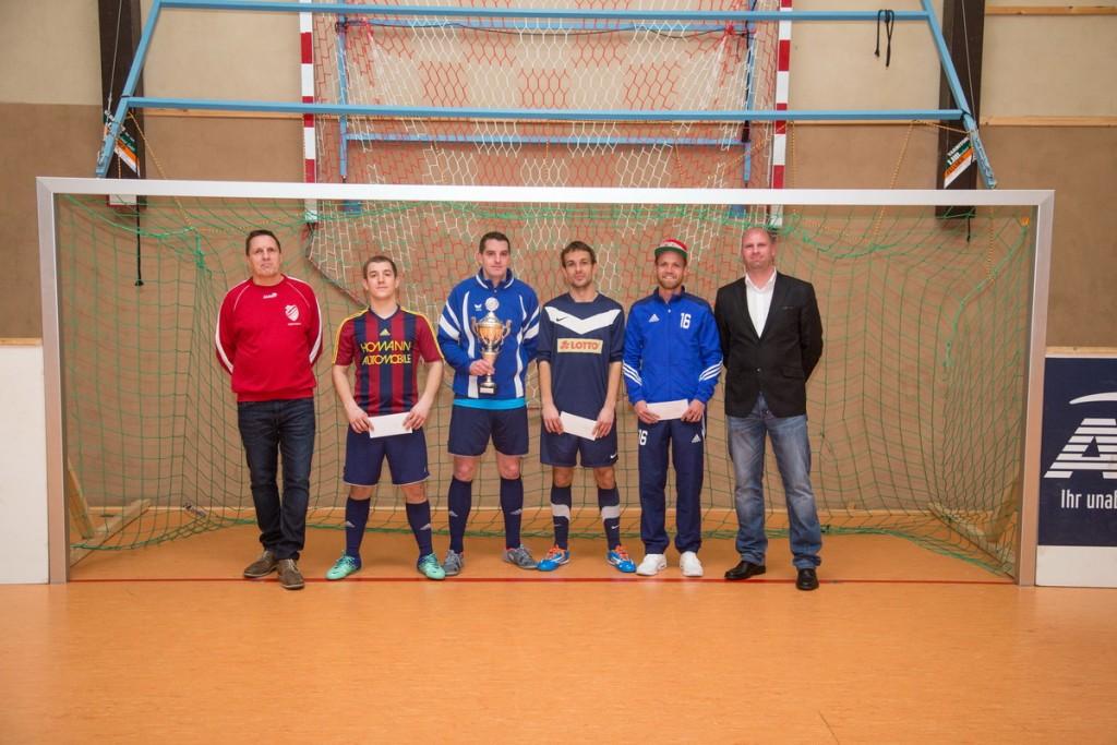 Die Siegerehrung nahmen Tobias Kiehne (2.Vorsitzender & Geschäftsführer) sowie Bernd Heimann (Kassenwart) vor