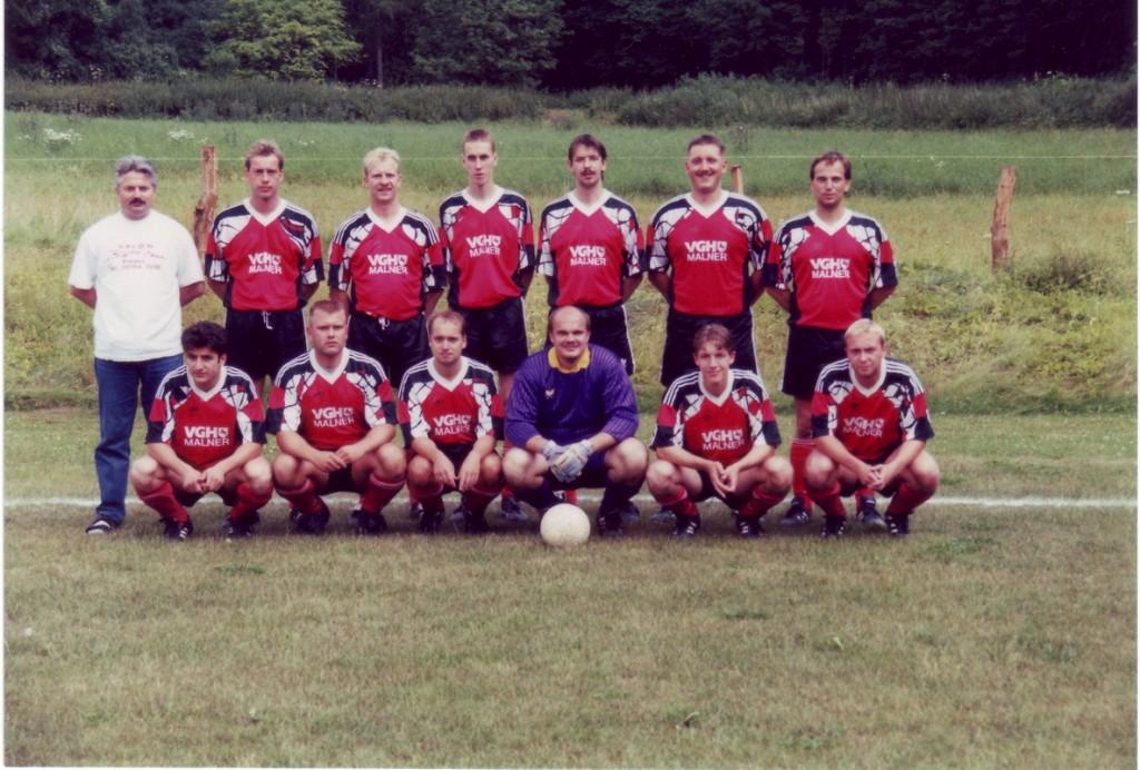Thomas 1996 hinten rechts beim Aufstieg in die Kreisliga