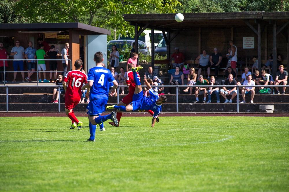 Diesen Ball bekommt Florian Kiehne nicht...