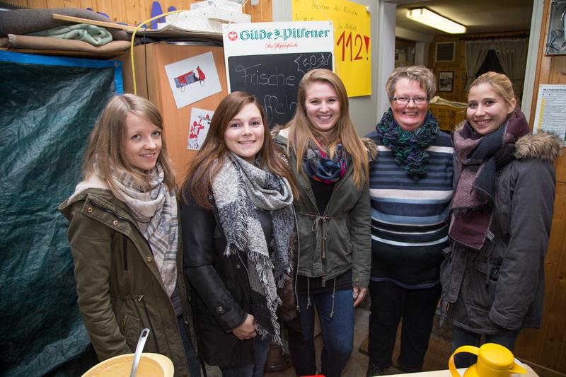 Die Damen versorgten die Besucher mit leckeren Waffeln und heißem Kaffee
