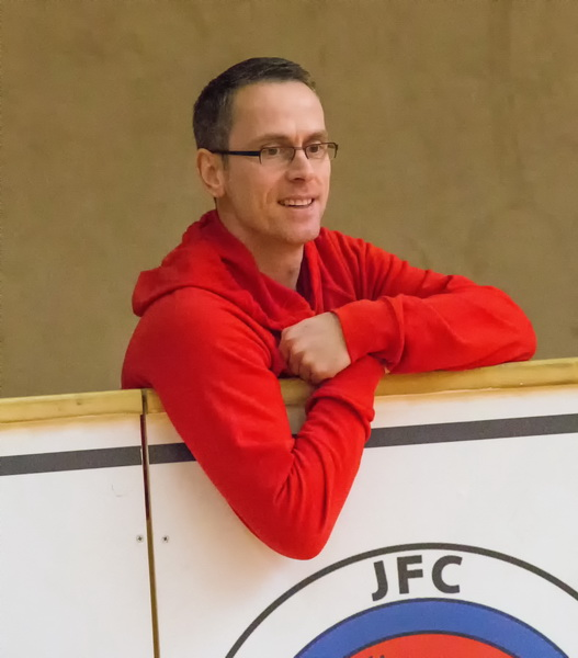 SV Freden-Trainer verfolgte das Geschehen auf dem Spielfeld wie immer aufmerksam...