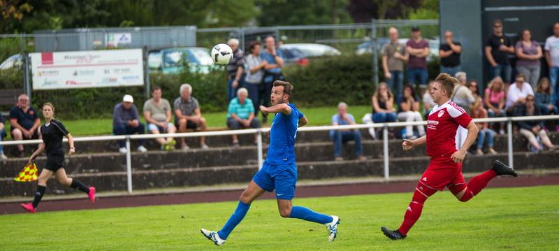 Hatte nach hinten gut zu tun und schoss vorne den Führungstreffer zum 1:0 ....: Felix Metze spielte stark auf...!
